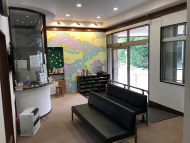 壁画のある待合室
